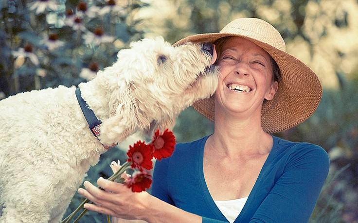 Was es wirklich bedeutet, wenn Hunde Küsse geben
