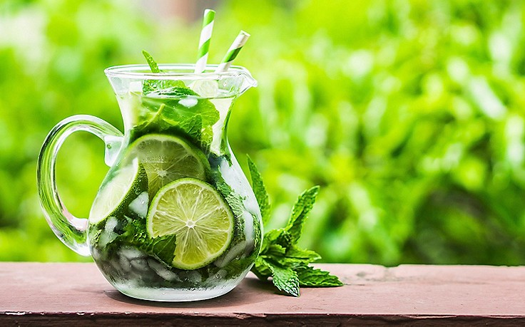 Darum sollte man bei Hitze lieber auf eiskalte Getränke verzichten