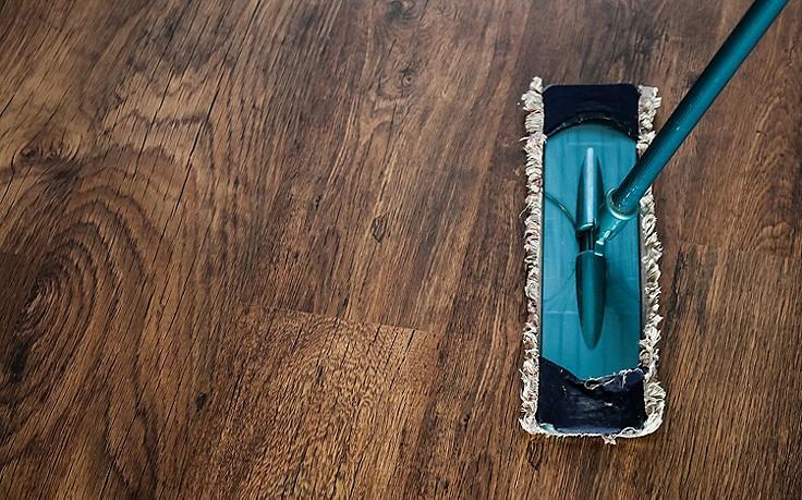 Wischmopp auf Holzboden