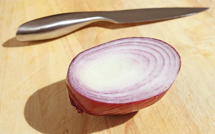 Zwiebel und Messer