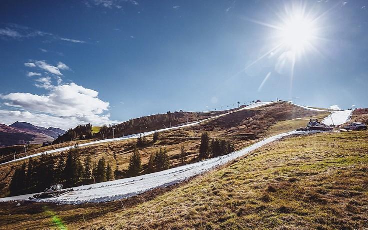 Trotz warmer Temperaturen: Kitzbühel startet in Skisaison