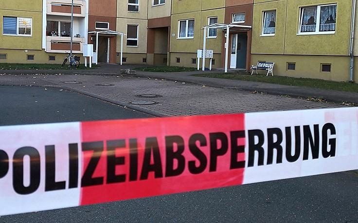 Baumstumpf aus Hochhaus geworfen: Kind stirbt