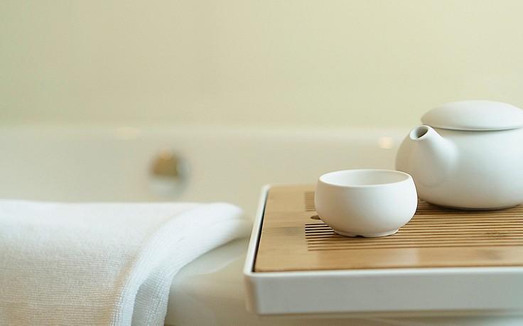 Mit einer Badewanne voll Tee Wehwechen lindern