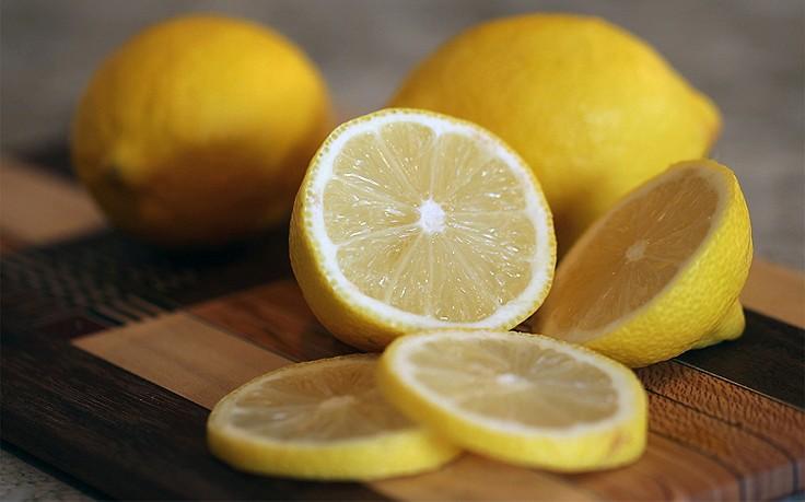 Zitronenscheiben gegen Fettgestank