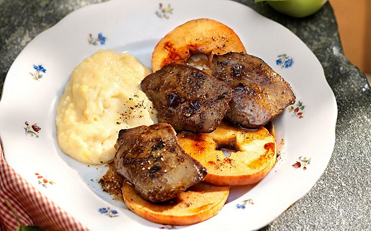 Entenleber mit Kartoffelpüree und gebratenen Apfelringen