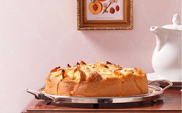 Pfirsichkuchen mit Mandeln-Rosmarin-Guss