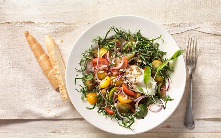 Paradeiser-Salat mit Bärlauch und Ziegenfrischkäse