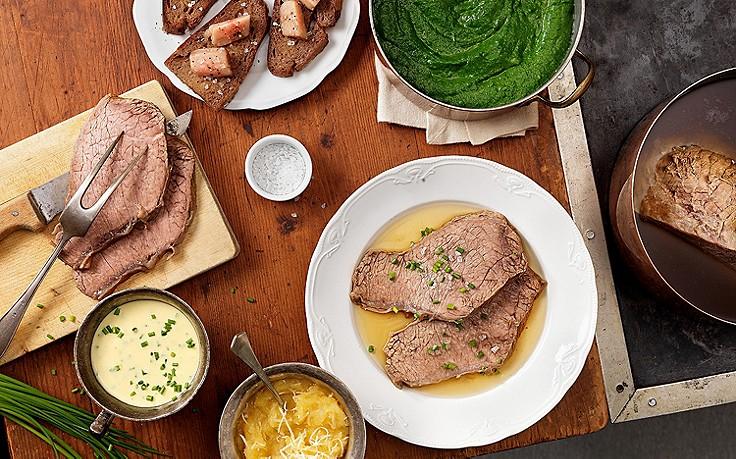 Tafelspitz mit Schnittlauch-Sauce, Apfel-Kren und Cremespinat