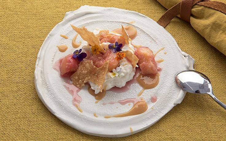 Vanille-Milchreis mit warmen Pfirsichen
