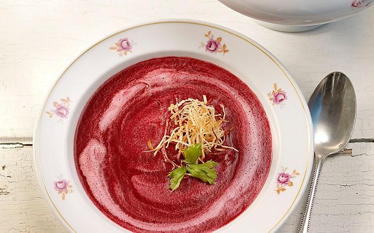 Rote-Rüben-Suppe mit Apfel und Kren