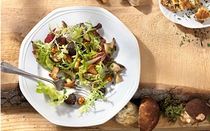 Salat mit gebratenen Pilzen und Traubenkernöl-Marinade