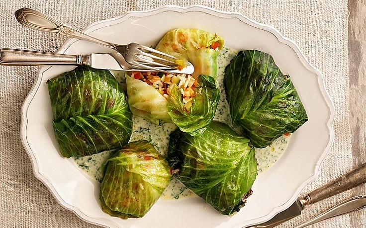 Gefüllte Krautwickel mit Gemüse-Reis