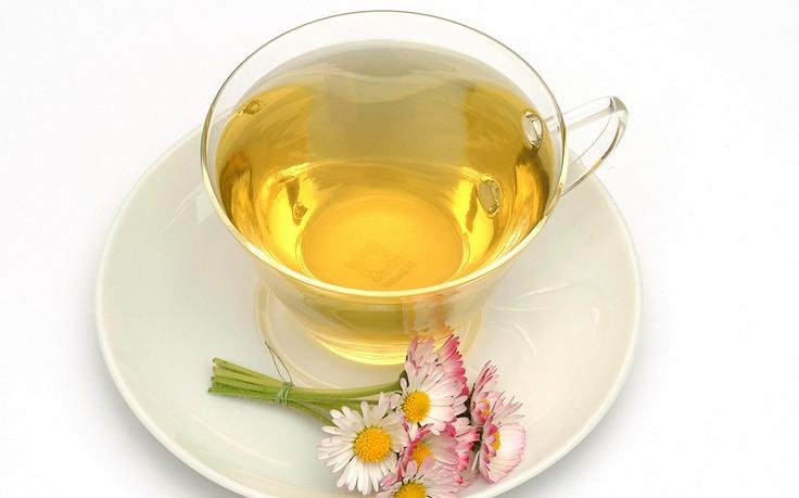 Halsweh-Tee aus Gänseblümchen-Blüten