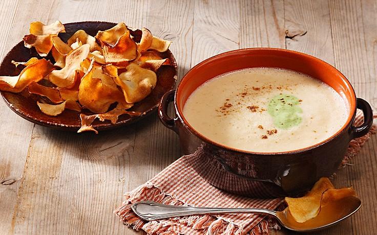 Topinambur-Suppe mit Petersilcreme