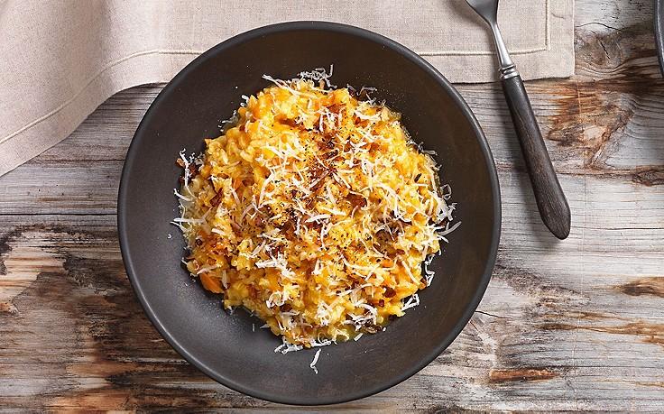 Karotten-Reis mit Zwiebeln und Speck