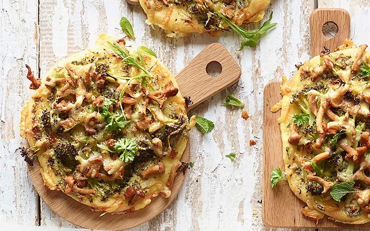 Erdäpfelflecken mit Eierschwammerln und Brokkoli