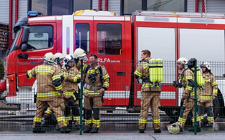 Kinder setzen Hotel in Brand