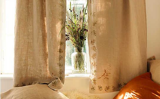 Leinen-Vorhang mit selbstgemachtem Pflanzen-Druck