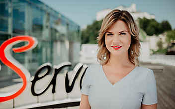 Unsere ServusTV-Moderatoren: Claudia Maxones