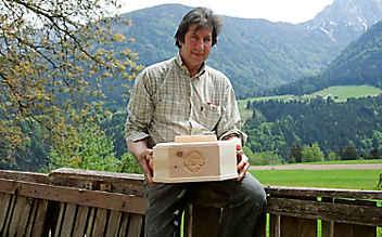 Der Herr der Zirbe und seine duftenden Brotdosen