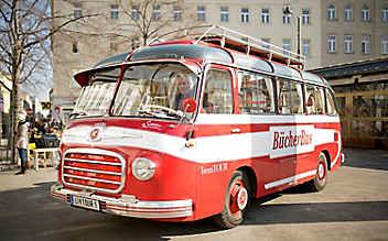 Der literaTOUR-Bücherbus: Ein Schatzerl auf vier Rädern