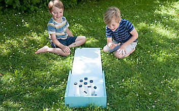 Basteln mit Kindern: eine Kegelbahn selber machen