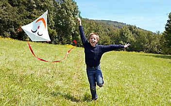 Basteln mit Kindern: fröhlicher Flugdrachen