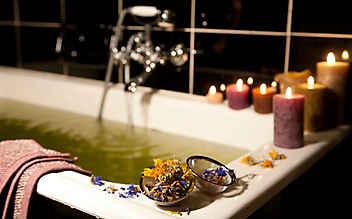 Natürliche Badezusätze mit Heilwirkung