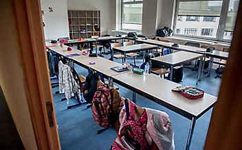Tirol: Lehrerin setzt Schüler vor die Tür