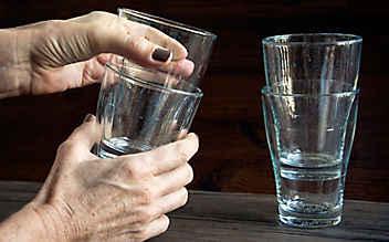 So trennt man verkeilte Gläser ohne Scherben