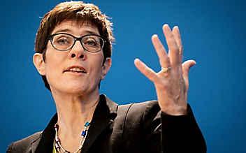 CDU-Generalsekretärin Kramp-Karrenbauer für europäische Armee