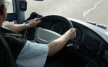Schulbusfahrer mit 3,4 Promille am Steuer erwischt