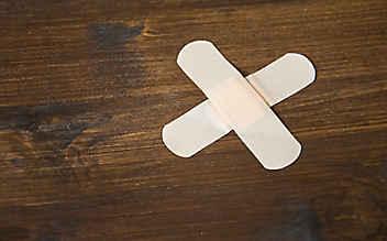 Mit diesem Trick sind Dellen im Holztisch Geschichte