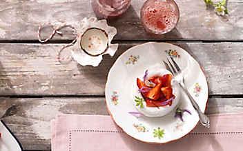 Baiser mit Safran-Erdbeeren