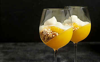 Orangen-Gelee mit Zimtstreuseln und Sektschaum