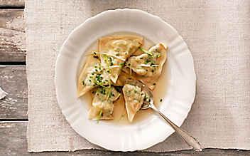 Suppen-Krapfen mit Jungzwiebeln und Rahm