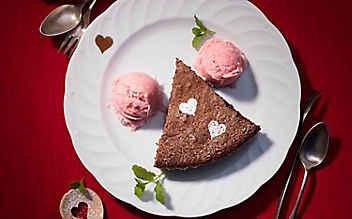 Schoko-Chili-Kuchen mit Rhabarber-Eis