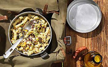 Nudelsalat mit Linsen und Bergkäse