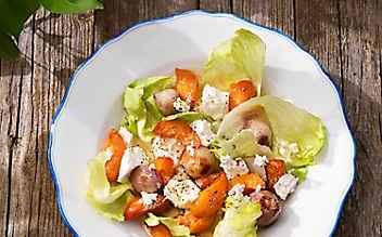 Salat mit Marillen, Ofenschalotten und Frischkäse
