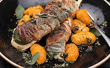 Herbst-Saltimbocca vom Huhn mit Süßkartoffel-Gnocchi