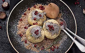Mohn-Cranberry-Topfenknödel mit Birnenkompott