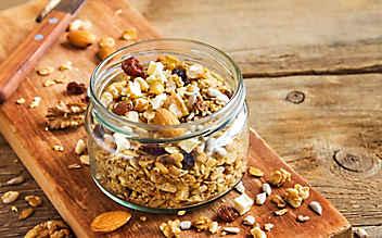 Knuspermüsli mit Nüssen und Samen