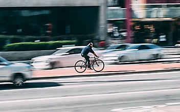 Radfahrer verprügelt Fußgänger: Mann stirbt im Krankenhaus