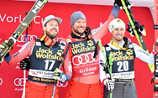 Drei Wikinger greifen nach Gold