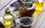 So einfach stellt man Lavendelöl her