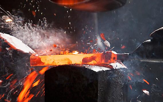 Aus Eisen geschmiedet