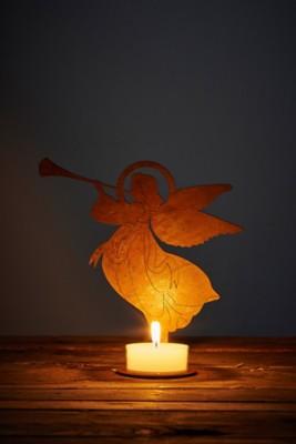 Licht-Engel mit Fanfare